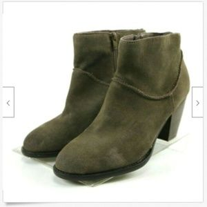 Steve Madden Milaan  Women's Booties Sz 9 Leather